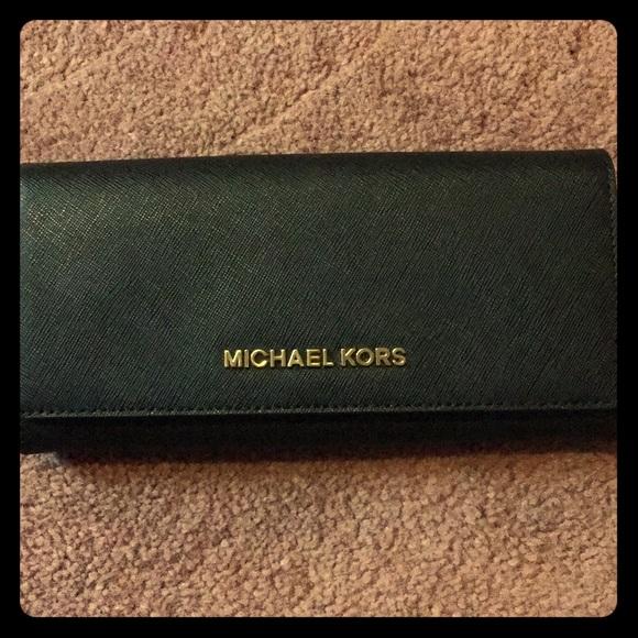 5321c5d2471d Authentic Michael Kors wallet. M_5b1833e1194dad288b8ea05b